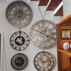 Ceas de perete cu mecanism Skeleton si geam 52,5x8,5 cm Ceas de perete argintiu cu mecanism si geam 60cm